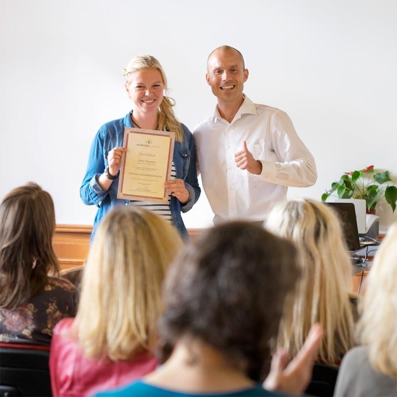 Bastian Wittig unterrichtet Ayurveda